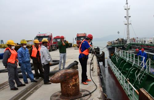 我司开展2019年植物油船舶污染事故应急演练