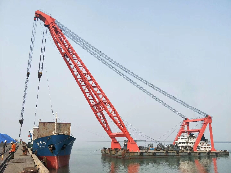 单件重达180吨地铁盾构机装船出港