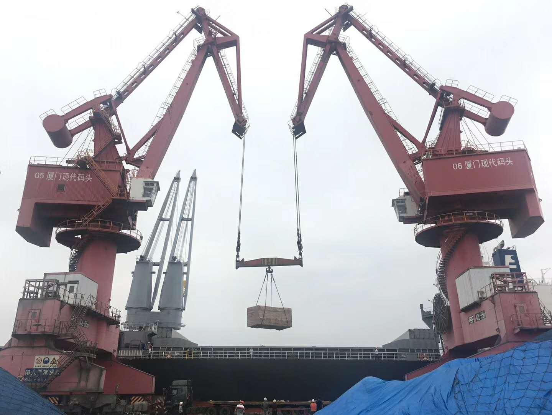 双机抬吊65吨货物展精湛操作技术